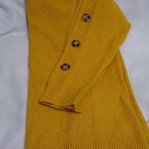 Boat neck sweater with buttons